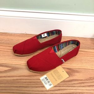 Toms   Women's Canvas Loafer   Red